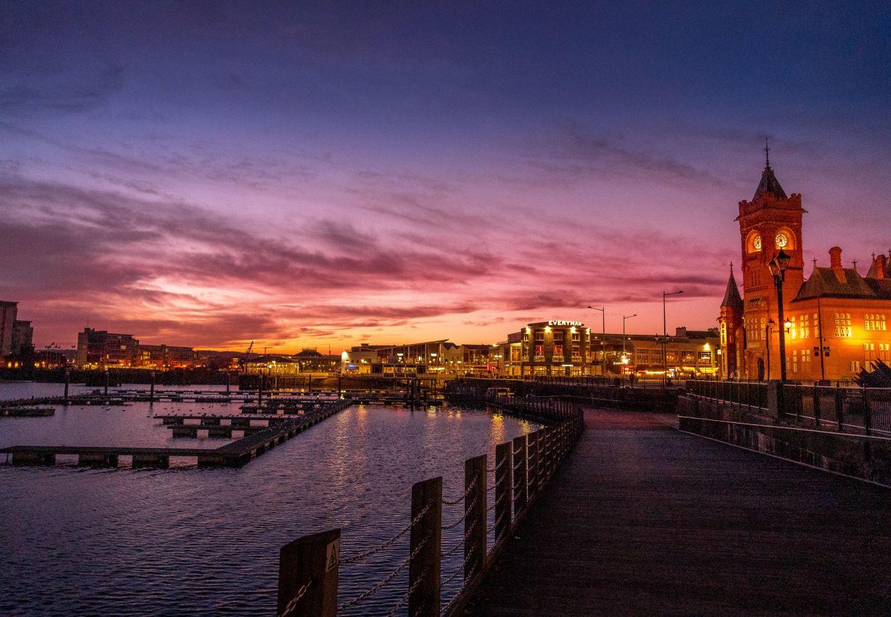 Beautiful Cardiff Bay just a 10 minute River Walk Away